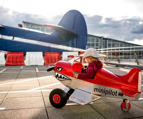 Ausflug Familie: Stuttgart Flughafen Besucher